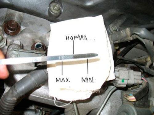 Когда доливать масло в двигатель и как это правильно делать на холодный или горячий мотор