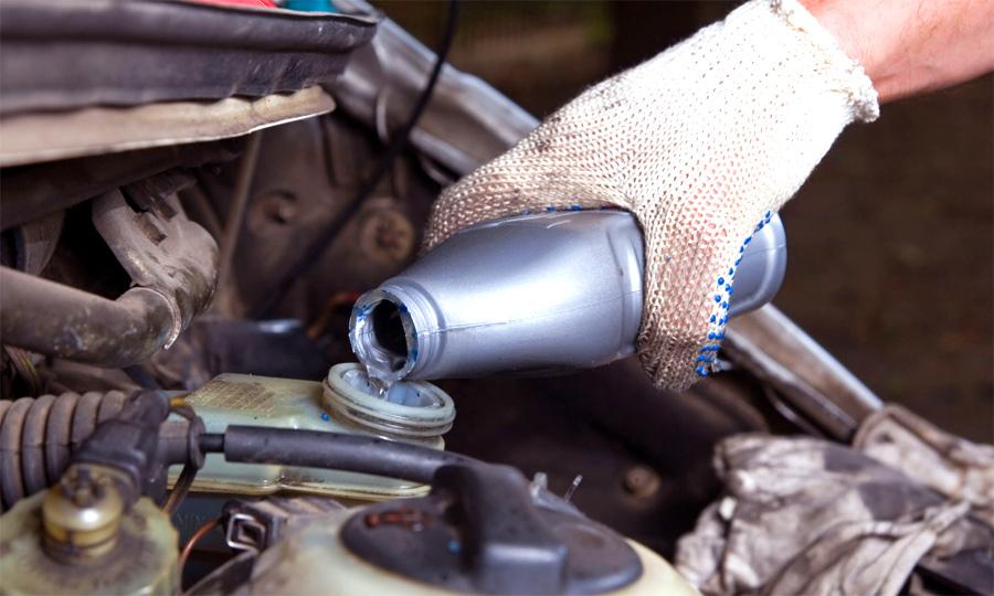 Когда меняют тормозную жидкость в машине